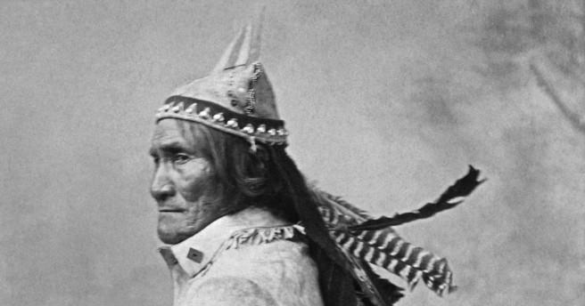 Geronimo_From_L._D._Greene_Album_-_NARA_-_533082restoredh.jpg